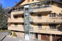 Ein Aussenlift über 4 Stockwerke, alle Etagen über Balkone erschlossen