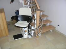 Damit man komfortabel Einsteigen kann, wird der Sitzlift ausgedreht