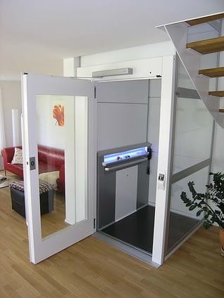 Ein Lift ohne Unterfahrt in einem Einfamilienhaus
